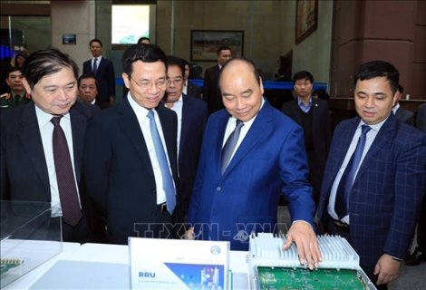 Thủ tướng Nguyễn Xuân Phúc: 'Muốn phát triển đất nước, phải sử dụng được công nghệ'