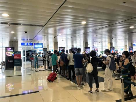 Giá vé máy bay tết tăng cao, nhiều người chọn bay vòng qua Thái Lan, Singapore...