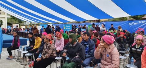 Tình người ấm áp trong buổi lễ Điện Máy Xanh trao 10.000 nồi cơm điện cho người nghèo dịp tết