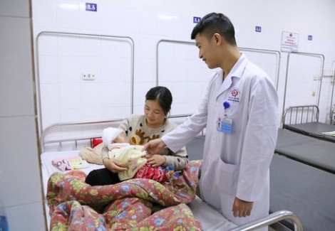 Bé 3 tháng tuổi bị lún sọ do ngói rơi vào đầu