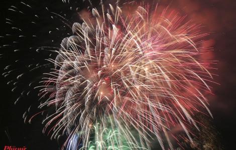 Người dân cả nước hân hoan đón mừng năm mới 2020
