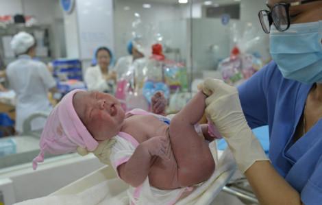 Những công dân đầu tiên năm 2020 tại Việt Nam được chào đón như thế nào?