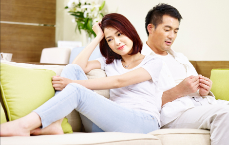 Chồng làm - vợ lãnh