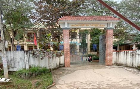 Nữ sinh lớp Bốn bị bỏ 'quên' trong nhà vệ sinh, phụ huynh tá hỏa đi tìm vì lo bị bắt cóc