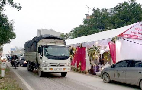 Dựng rạp giữa đường để ăn tiệc cuối năm sẽ bị phạt tiền