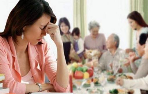 Cha chồng giận con dâu vì không biếu đủ tiền tiêu tết