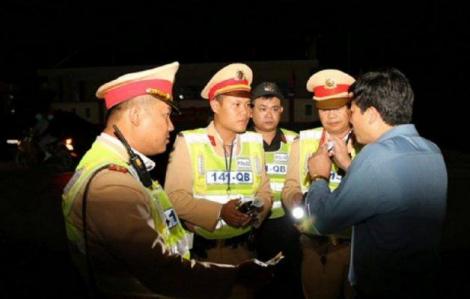 Phó phòng GD-ĐT 'xin nghỉ một tí' khi bị yêu cầu kiểm tra nồng độ cồn