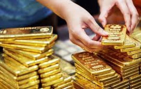 Vàng giảm gần 2 triệu đồng/lượng sau khi lập 'đỉnh'