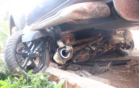 Xe bán tải gây tai nạn liên hoàn, 3 người bị thương nặng