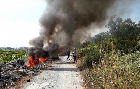Những đám cháy lạ dọc sông Sài Gòn