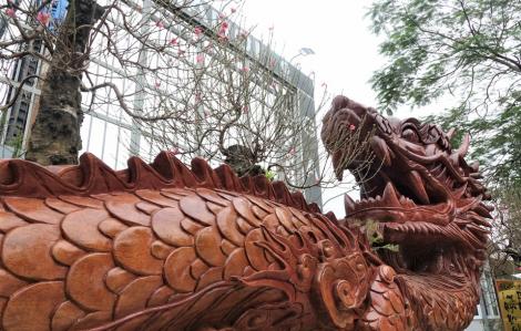 Chiêm ngưỡng chậu đào khổng lồ hình rồng được chào bán 1 tỷ đồng