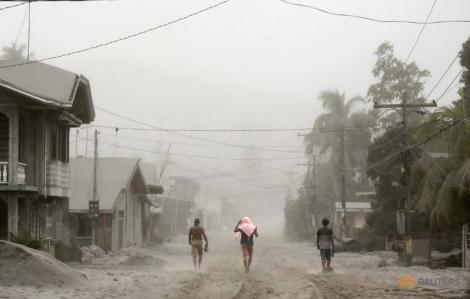 Núi lửa Taal chuẩn bị phun trào, thủ đô Philippines ngưng trệ vì tro bụi