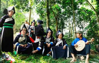 Nhà thơ Pờ Sảo Mìn: 'Chỉ nhớ được hai từ Làm CON NGƯỜI viết hoa'