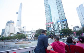 Xe buýt 2 tầng chở những vị khách đầu tiên chạy quanh Sài Gòn