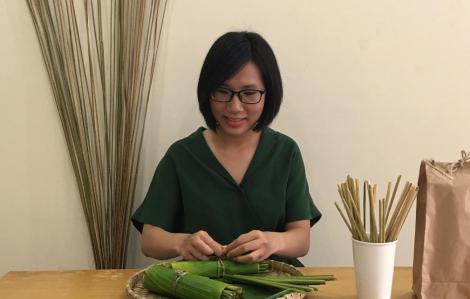 Cô gái mang ống hút cỏ bàng Green Joy ra thế giới