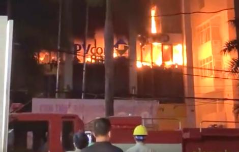 Cháy lớn ở tòa nhà dầu khí, 9 người thương vong