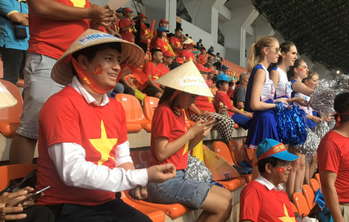 Ông chủ khóa tặng 100 suất sang Thái Lan cổ vũ Việt Nam trận chung kết