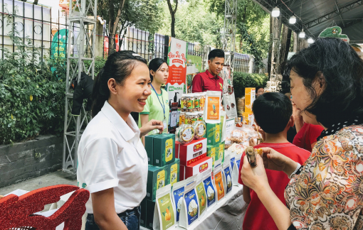 Đặc sản vùng miền đổ về phiên chợ Sài Gòn ngày cận Tết