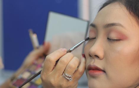Clip: Hướng dẫn trang điểm hẹn hò đêm giao thừa cho nàng có gương mặt tròn