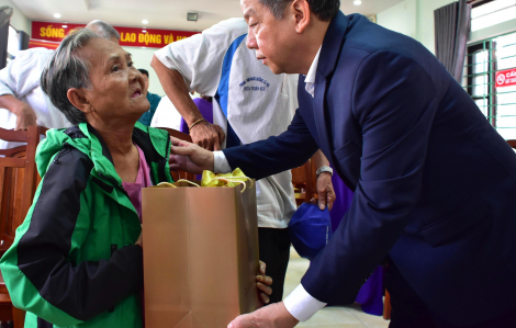 Cuối năm dân nghèo Thượng Thành đón nhận món quà Tết ý nghĩa
