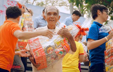 Hơn 500 triệu được trao cho người nghèo quận 5 dịp xuân Canh Tý