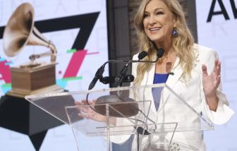 Grammy bất ngờ sa thải nữ giám đốc đầu tiên trước thềm trao giải