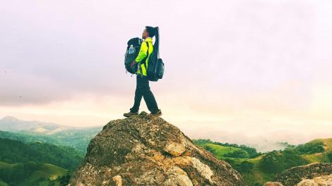 'Tôi đang đi bộ hơn 500km để về nhà ăn Tết'… còn bạn?
