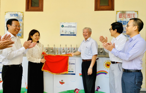 """Niềm vui """"Nước sạch học đường"""" trước thềm năm mới tại huyện Bình Đại, tỉnh Bến Tre"""