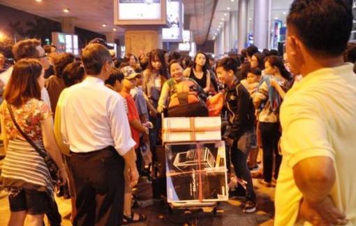 Việt kiều về ăn tết chẳng thích ai đón ở sân bay