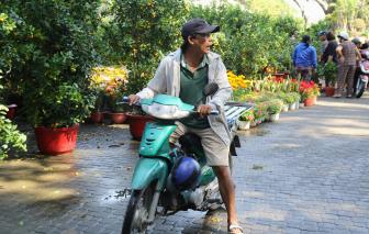 Nán lại Sài Gòn chở kiểng, kiếm tiền triệu mỗi ngày