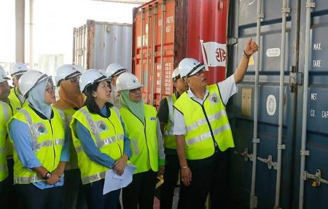 Malaysia gửi trả 150 container chất thải, khẳng định nước này không phải 'bãi rác'