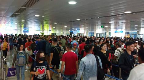 Sân bay Tân Sơn Nhất ngày 28 Tết:  Lo 'vỡ tổ' khi xác lập kỷ lục gần 1.000 chuyến