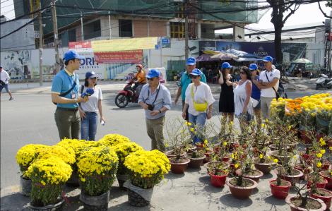 Tour đưa khách ngoại ăn tết Việt hút khách