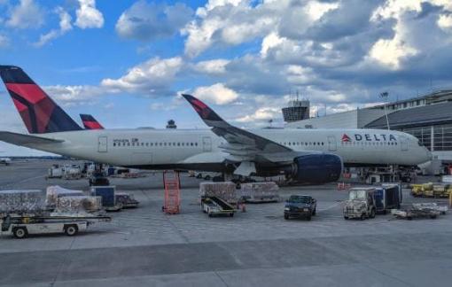 Bị đuổi khỏi máy bay vì đặt tên điểm phát Wifi cá nhân quá nhạy cảm