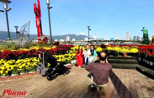 Người dân Đà Nẵng háo hức với đường hoa Tết Canh Tý 2020