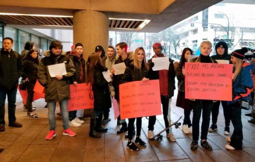 Nhiều người được thuê đi biểu tình đòi thả công chúa Huawei