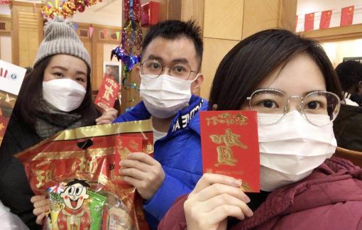 Lưu học sinh Việt Nam ở Vũ Hán thấp thỏm sắm tết cổ truyền giữa tâm dịch viêm phổi