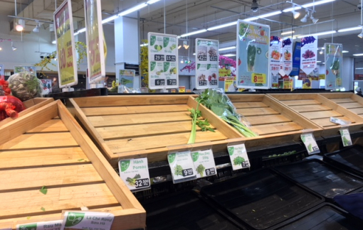 Người mua vét cạn hàng siêu thị trưa 30 tết