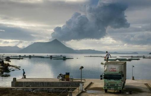 Hàng ngàn người dân Philippines về nhà sau khi cảnh báo núi lửa được hạ xuống
