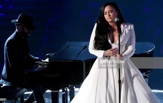 Demi Lovato khóc nức nở trên sân khấu Grammy