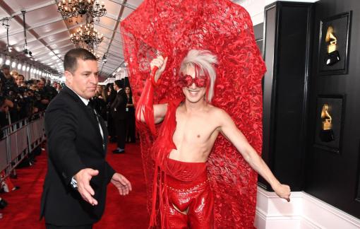 Thảm đỏ Grammy 2020: Thông điệp chính trị, trò lố và những bộ cánh đẹp