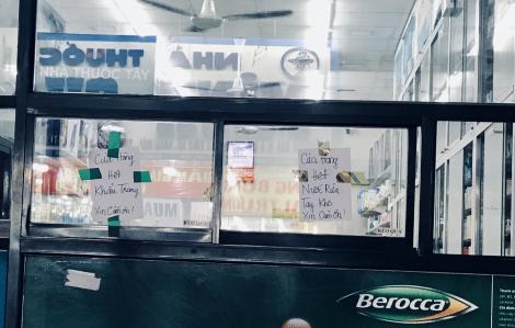 Nhiều hiệu thuốc tại Sài Gòn thông báo hết khẩu trang, nước rửa tay