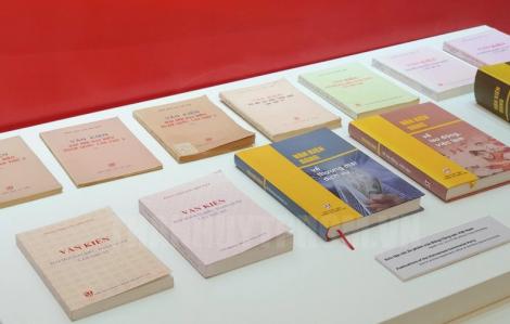 Trưng bày 10.000 cuốn sách tại triển lãm kỷ niệm 90 năm thành lập Đảng