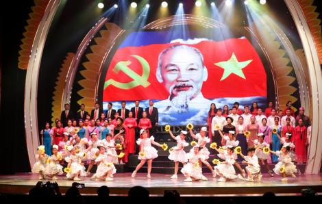 Nhiều chương trình nghệ thuật, triển lãm mừng kỷ niệm 90 năm thành lập Đảng Cộng sản Việt Nam