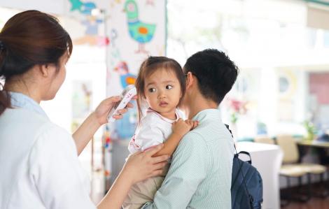 Sợ dịch, nhưng cha mẹ than trời 'con nghỉ sao mà đi làm?'