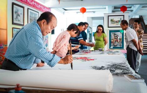 12 họa sĩ cùng khởi động bức tranh 'khủng' mừng Hội Nguyên tiêu