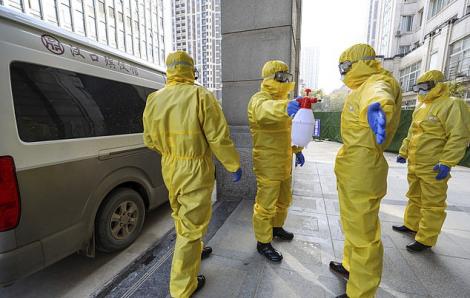 Trung Quốc đối mặt nguy cơ thiếu đồ bảo hộ y tế, Hồng Kông đóng cửa một số biên giới với đại lục
