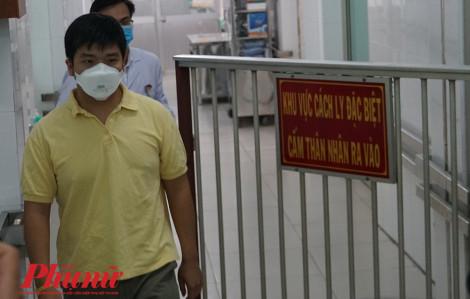 Được bác sĩ Việt Nam chữa khỏi bệnh, ca đầu tiên nhiễm virus corona đã xuất viện