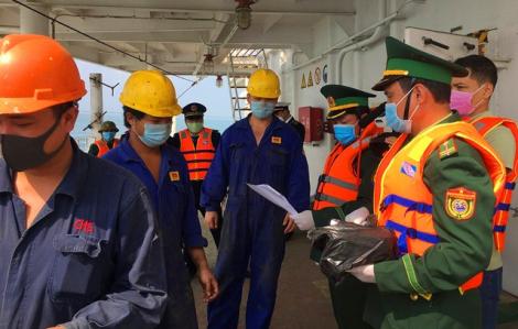 Tạm ngừng cấp thẻ đi bờ với tàu hàng Trung Quốc để theo dõi sức khỏe thuyền viên