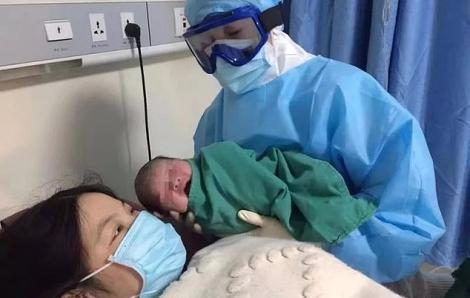 Trung Quốc cảnh báo 2019-nCoV có thể lây truyền từ mẹ sang con